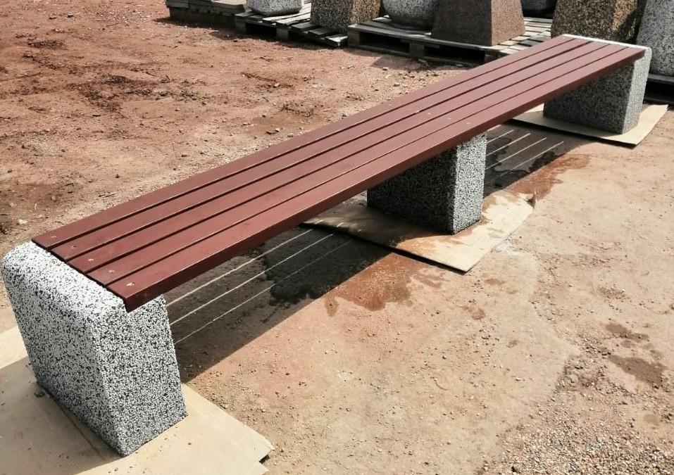 Фото - Скамейка бетонная Евро1 Лайн с фактурой (Cеро-красный гранит)