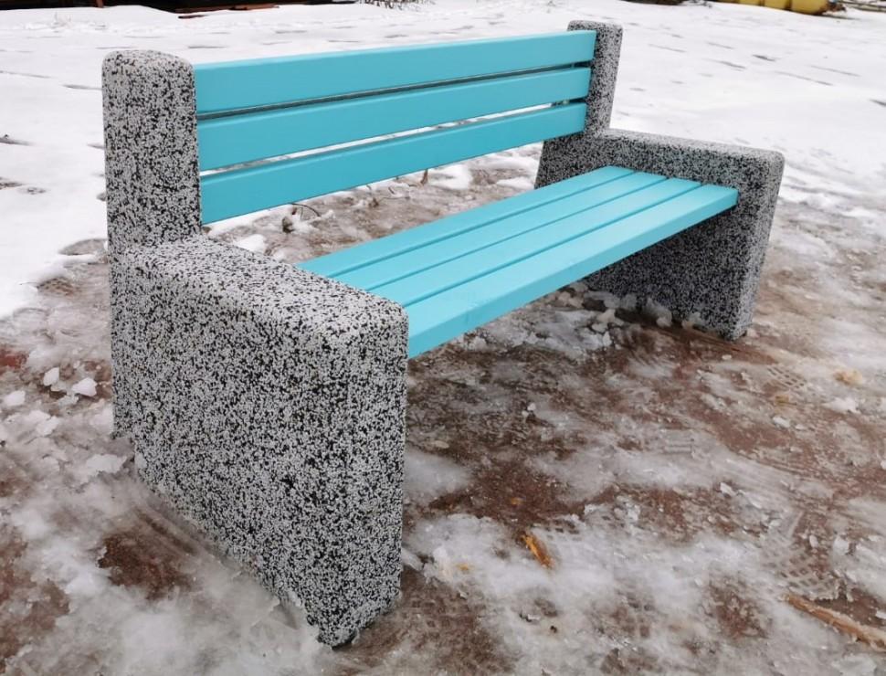 Фото - Скамейка бетонная уличная Евро4 с фактурой (Питерский гравий)